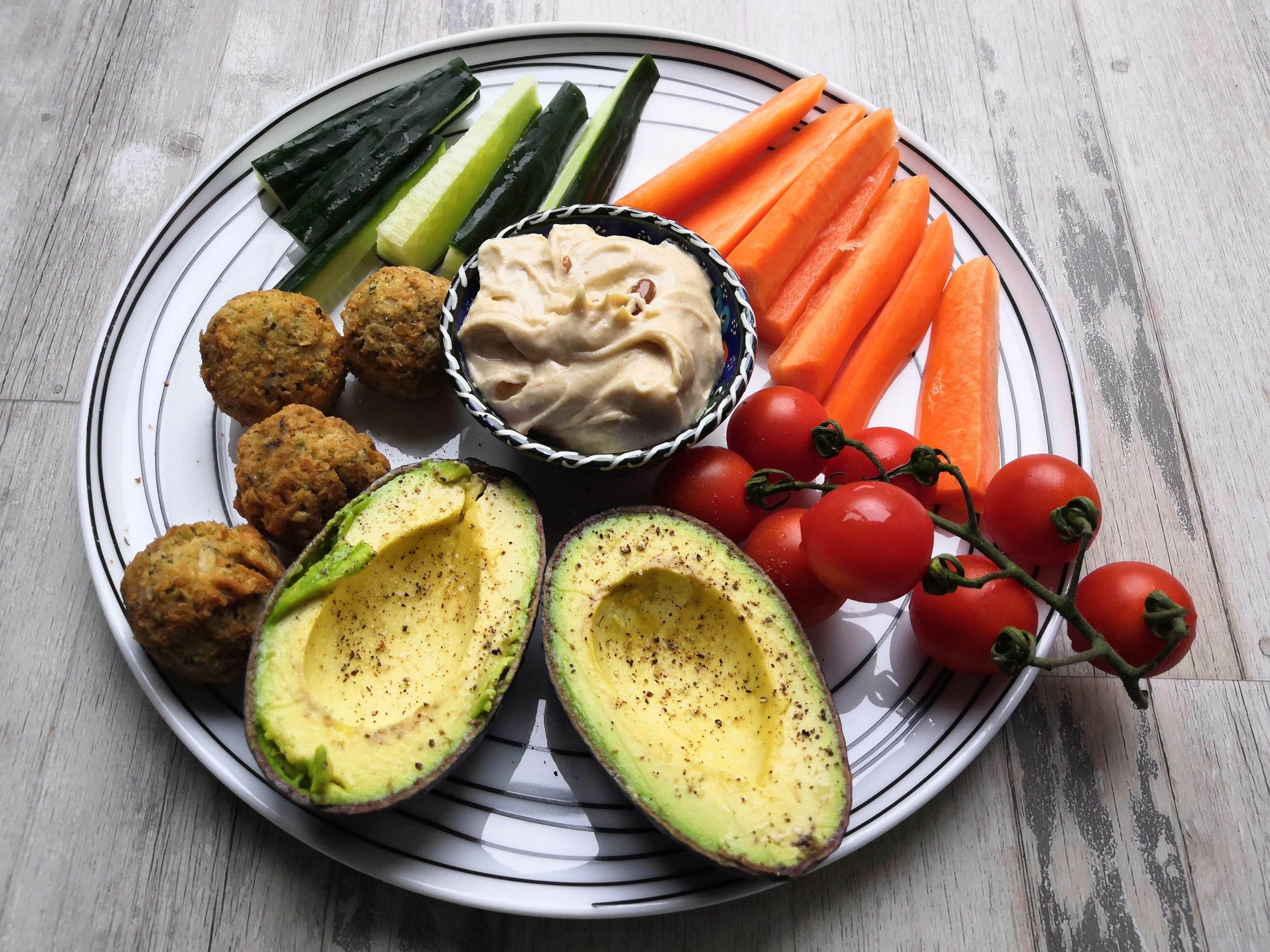 Veg, falafel and humus plate